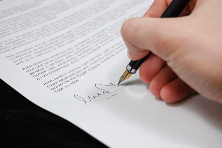 Regel je belangrijke zaken goed - contracten - juridische documenten - officiële brief - by Pixabay