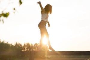 training-regie-op-je-energie-by-sebastian-voortman-woman-walking-on-fence-1548769.jpg