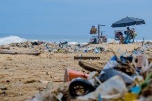Betekenisvolle vakantie - 5 tips voor een betekenisvolle vakantie- by Lucien Wanda - piles-of-garbage-by-the-shore-2827735