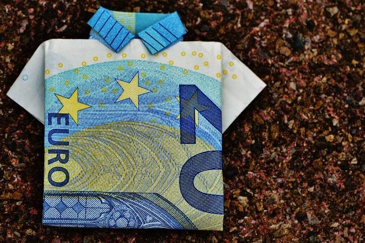Financiele risico's - 5 tips om financiële risico's te beperken wanneer je ander werk wilt doen - by Pixabay - 20-euro-bill-128878