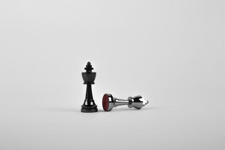 Meer-invloed-zo-krijg-je-bijna-alles-voor-elkaar-by-Sebastian-Voortman-battle-black-board-game-chess-411207