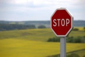 Grens - Waarom een oplossing vaak geen oplossing is - red-stop-sign by pixabay - 39080