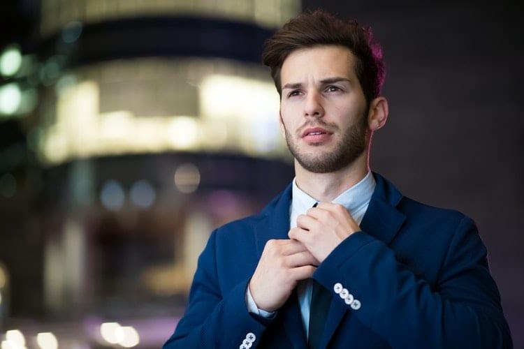 waar-ben-je-goed-in-Sollicitatieserie waar ben je goed in-by-Minervastudioman-wearing-blue-suit-2897883
