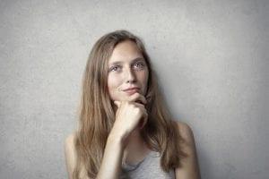 Loopbaanvragen - 25 loopbaanvragen wat wil jij veranderen in je carriere - by Andrea Piacquadio - woman-in-gray-tank-top-while-holding-her-chin-3812718