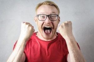 millennials en bevlogenheid - by Andrea Piacquadio - angry-man-is-screaming-3760044 (1)