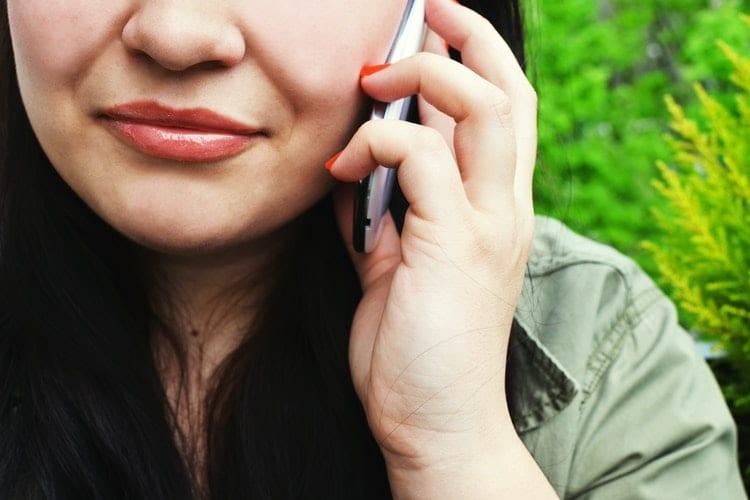 Na sollicitatiegesprek - sollicitatieserie - by Breakingpic - person-woman-smartphone-calling-3063