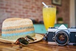 staycation - De ultieme kansen van een staycation - by pixabay - cafe-camera-classic-close-up-413960