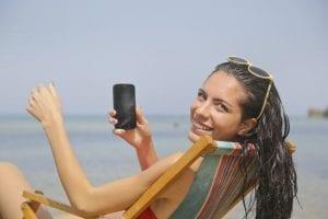 smartphone feitjes - digitale detox doe je zo - by Andrea Piacquadio - woman-sitting-on-sun-lounger-768114