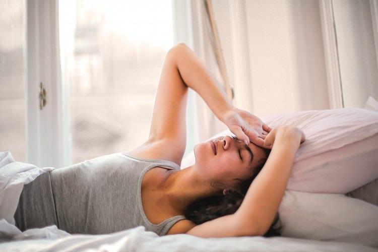 slaap verbeteren - slaapprobleem - dit kan jij aan jouw slaapprobleem doen - by Andrea Piacquadio- woman-in-gray-tank-top-lying-on-bed-3768582
